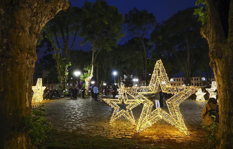 Decoração de Natal na Praça Eufrásio Correia. Natal de Curitiba - Luz dos Pinhais 2019. Daniel Castellano / SMCS. Todas as imagens devem ser obrigatoriamente creditadas.