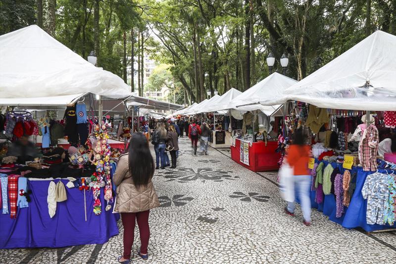 De hortifrútis a artesanato, Curitiba tem mais de 100 imperdíveis feiras. - Na imagem, feira de inverno. Foto: Pedro Ribas/SMCS - Todas as imagens devem ser obrigatoriamente creditadas.